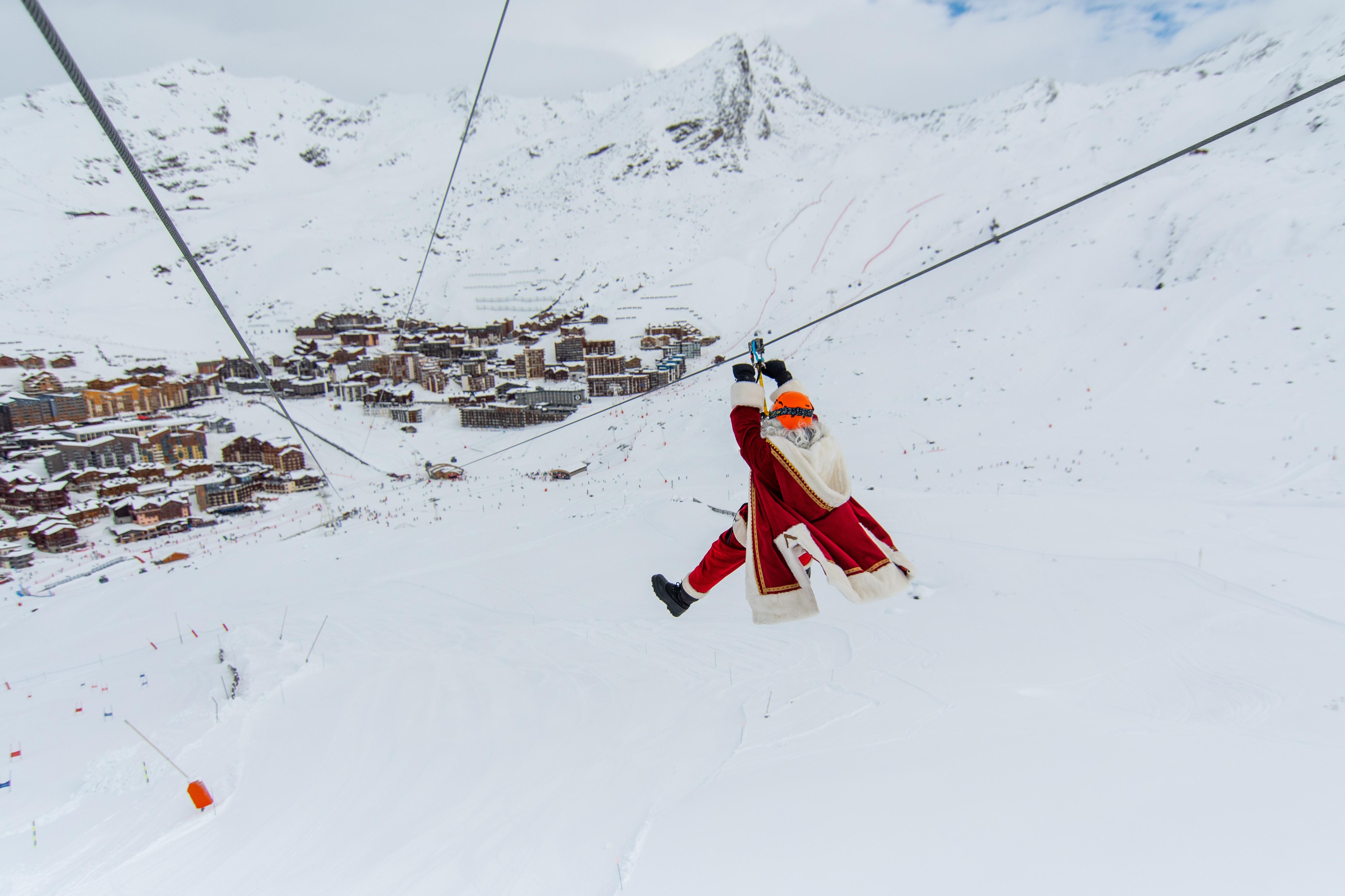 Image Pere Noel En Ski.Val Tho Through Santa S Eyes Portraits The Val Thorens
